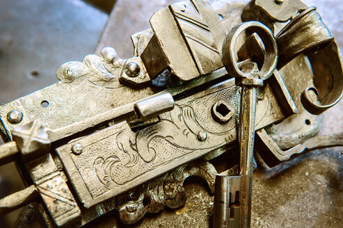 Handcrafted and engraved lock - HHF005301