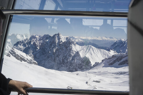 Germany, Bavaria, Zugspitze, view through window of a cable car - FL000853