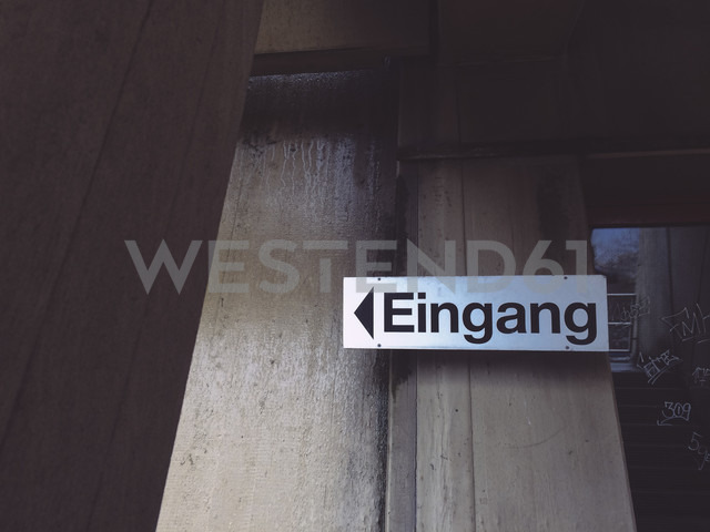 Entrance sign at abandoned office building - GCF000057 - Christian Gohdes/Westend61