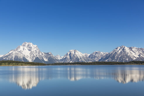 USA, Wyoming, Grand Teton National Park, Jackson Lake with Teton Range, Mount Moran - FOF008084
