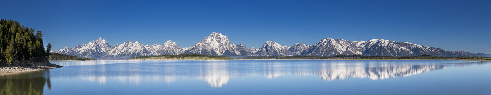 USA, Wyoming, Grand Teton National Park, Jackson Lake with Teton Range, Mount Moran, Panorama - FOF008085