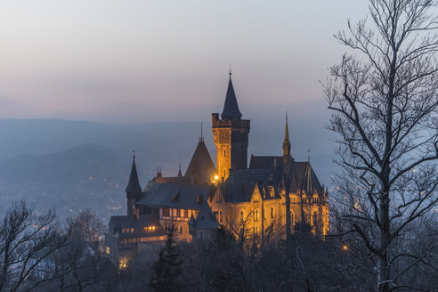 Germany, Saxony Anhalt, Wernigerode, castle and town in evening haze - PVCF000401