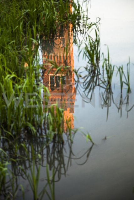Italy, Roncade, reflection of tower on water surface of a moat - FC000652