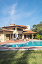 Mexico, residential home with swimming pool - ABAF001659