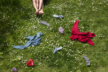 Legs of couple lying in spring meadow - MIDF000322