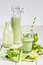 Green smoothie with lamb's lettuce, parsley, limes and banana - SBDF001784