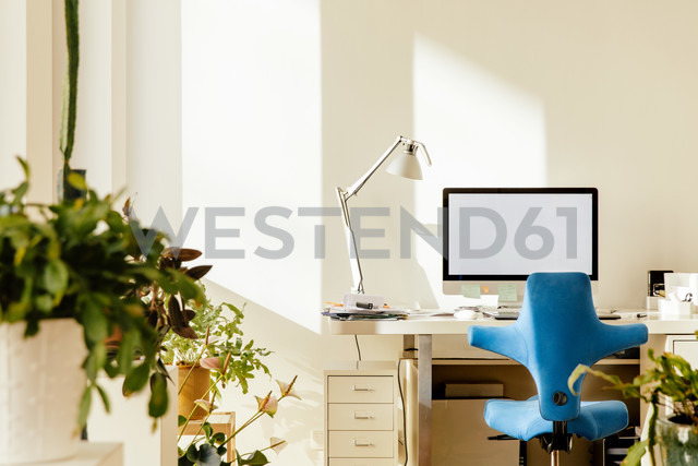 Home office in an apartment - MFF001575