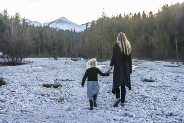 Germany, Bavaria, Lindergriess, mother and daughter walking in dry creek bed - TCF004609