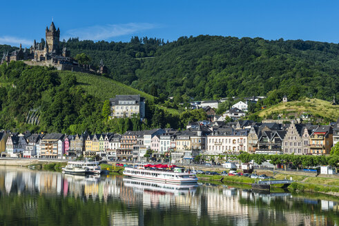 Germany, Rhineland-Palatinate, Moselle valley, view over Cochem with its castle - RUN000004