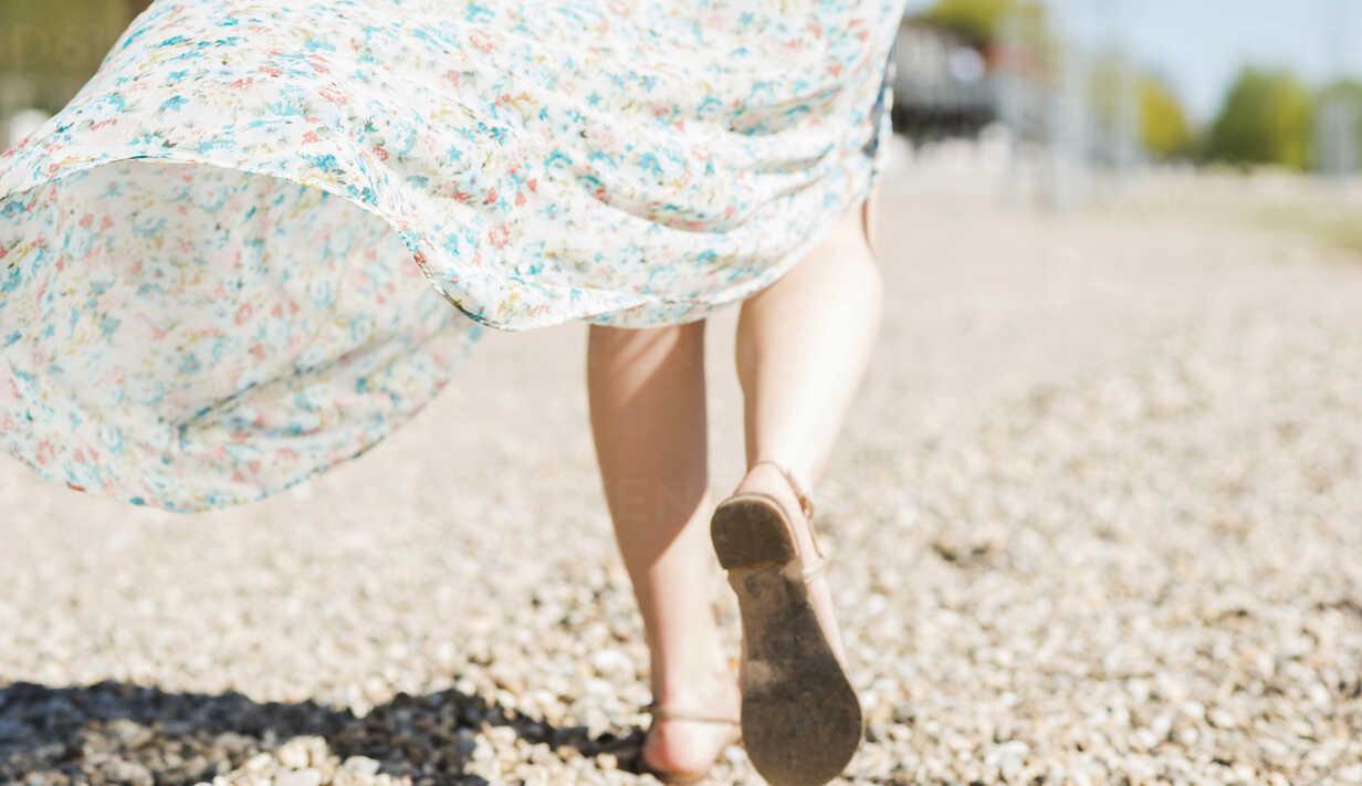 Woman walking on shingle beach - UUF003868 - Uwe Umstätter/Westend61