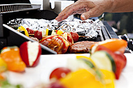 Vegetarian skewers and meat on barbecue grill - MFRF000202