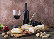 Cheese platter with camembert, walnut cheese, gorgonzola, taleggio and red wine - ECF001831