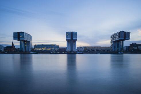 Germany, North Rhine-Westphalia, Cologne, Crane houses at Rheinau harbour in the evening - WGF000636