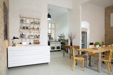 Indoor view of a modern individual bistro - FKF001030