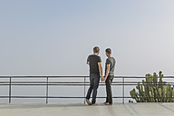 Gay couple standing on a balcony - ZEF004300