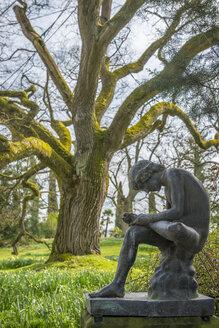 Germany, Mainau, statue Boy with Thorn - KEB000150