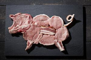 Raw pork in shape of a pig - MAEF010305