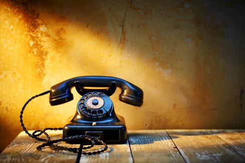 Black old bakelite telephone - KSWF001453