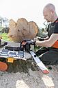 Lumberjack refueling motor saw - NNF000343