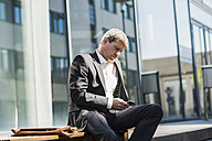Businessman using mobile phone - UUF004113