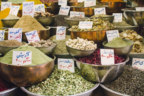 Iran, Shiraz, Spices at Vakil bazaar - FLF000956