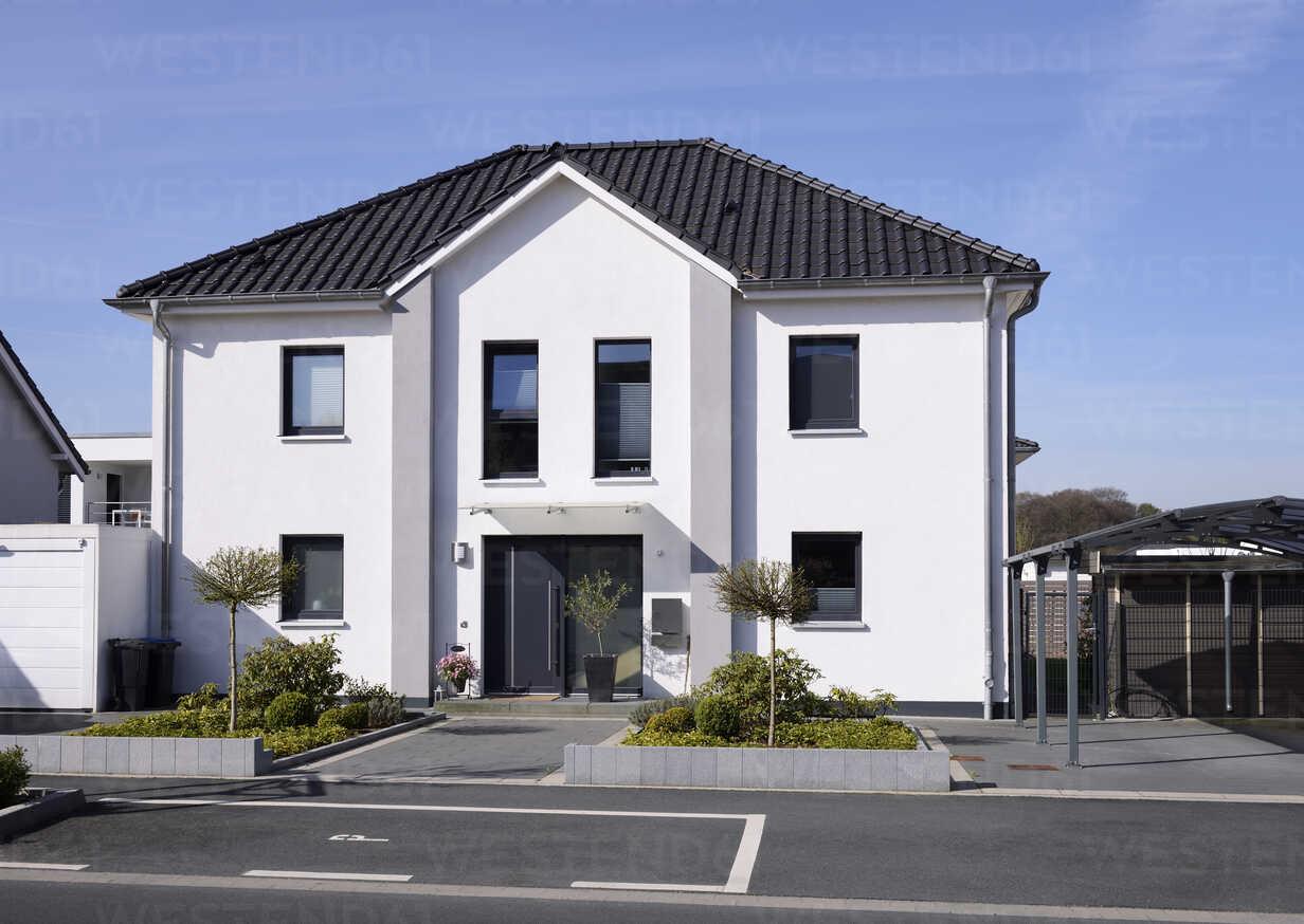 Germany, Langenfeld, new built one-family house - GUFF000103 - Guntmar Fritz/Westend61
