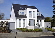 Germany, Duesseldorf, semidetached house - GUFF000105