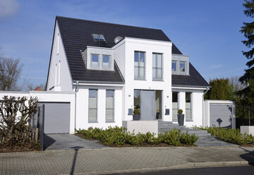 Germany, Duesseldorf, semidetached house - GUFF000105