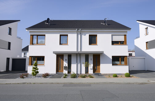 Germany, Moenchengladbach, semidetached house - GUFF000108