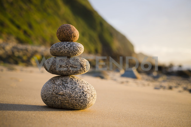 Spain, Galicia, Valdovino, Four small rocks in balance on the beach - RAEF000172