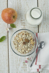 Glass bowl of granola and nuts - ASF005593