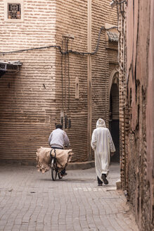 Morocco, Marrakesh, street scene with pedestrian and cyclist - HSK000036