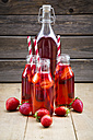 Glass bottles of homemade strawberry lemonade - LVF003366