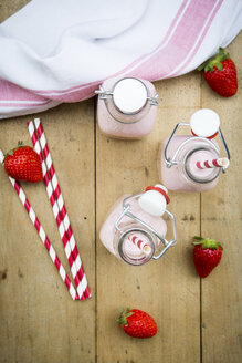 Three swing top bottles of strawberry smoothie - LVF003369