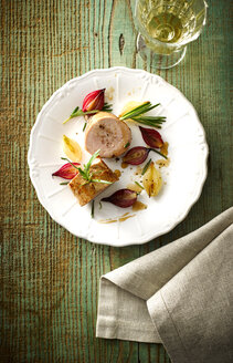 Plate of veal slices, candied and caramelized shallots and a glass of white wine - KSWF001495