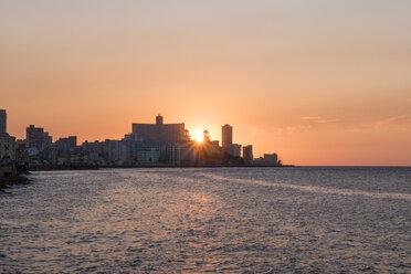 Cuba, Havana, sunset behind Hotel Nacional de Cuba - FBF000387