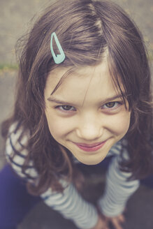 Portrait of smiling girl with hairpin - LVF003385