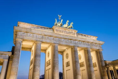 Germany, Berlin, Berlin-Mitte, Brandenburg Gate, Pariser Platz in the evening - EGBF000079