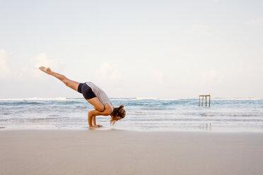 Sri Lanka, Kabalana, young woman practicing yoga on the beach - WV000747