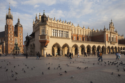 Poland, Krakow, Old Town, Main Market Square, St Mary Basilica and Cloth Hall - ABOF000014