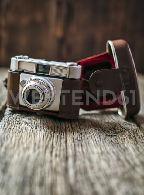 Antique camera on old wood - MGO000229