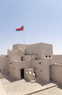 Arabia, Oman, Jalan Bani Bu Hassan Castle with ensign - HLF000887