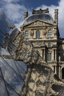 France, Paris, Louvre, view to facade with reflection on glass pyramide in the foreground - HSKF000040
