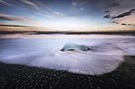 Iceland, Jokulsarlon, mini iceberg - SMAF000329