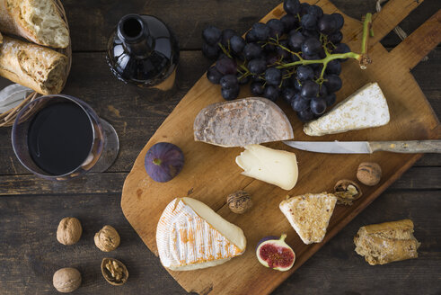 Cheese platter with camembert, walnut cheese, gorgonzola and taleggio - ECF001830