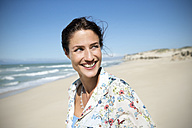 South Africa, portrait of smiling woman on the beach - TOYF000775