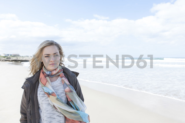 South Africa, Cape Town, woman standing on the beach - ZEF005266 - zerocreatives/Westend61