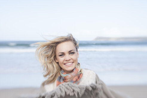 South Africa, Cape Town, portrait of smiling young woman in front of the sea - ZEF005224
