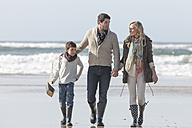 South Africa, Witsand, family walking on the beach - ZEF005317