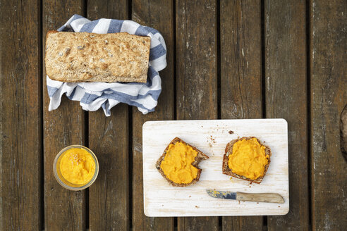 Home-baked spelt wheat bread and homemade carrot spread - EVGF001809
